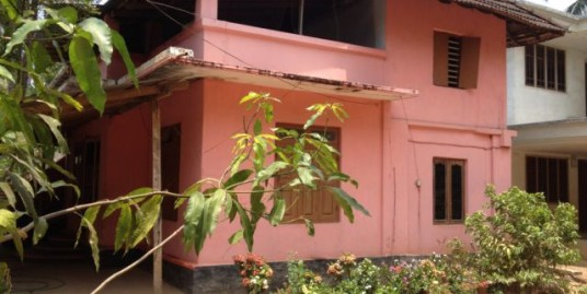13.5 cent land with a house for sale in Puthenpeedika (Thrissur Dt.)