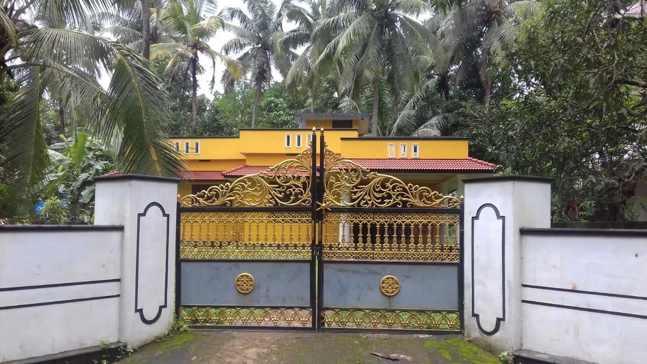 21 സെന്റ് സ്ഥലവും വീടും വിൽപ്പനക്ക്. 21 Cents Land with 3 BHK House for Sale at Karukaputhoor, Palakkad