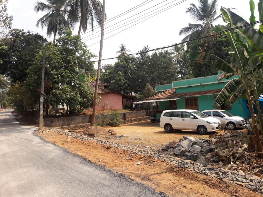 14 Cents Commercial and  Residential Plot with House sale in Near Manjeri, Malappuram