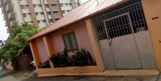 5.25 cent Plot with Building  For Sale on Eroor Main Road,Tripunithura.