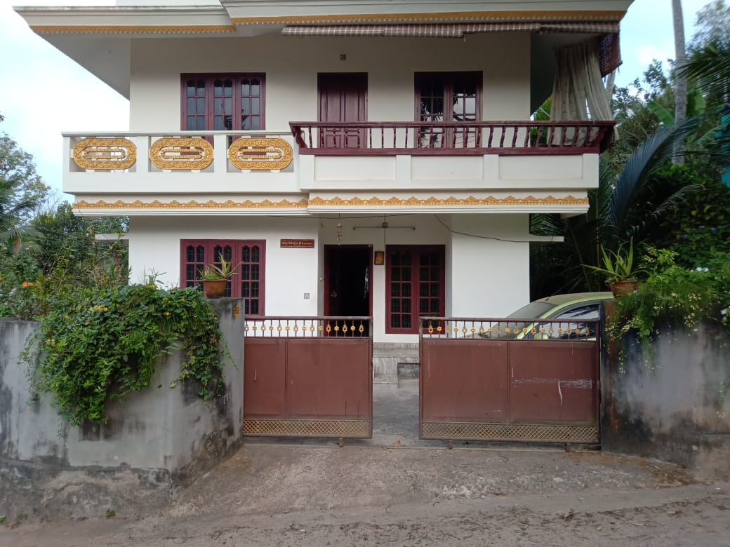 3 BHK house on 6.5 cents of land for sale at pozhiyoor