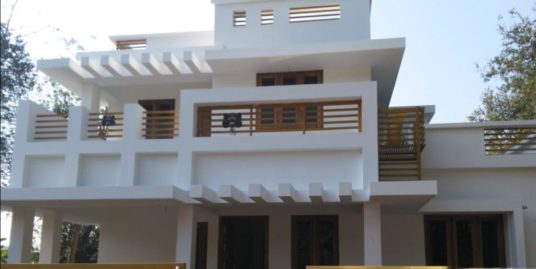 New 4 Bedroom house for sale in Kannadi, near kottukulangara baghavathy temple, Palakkad