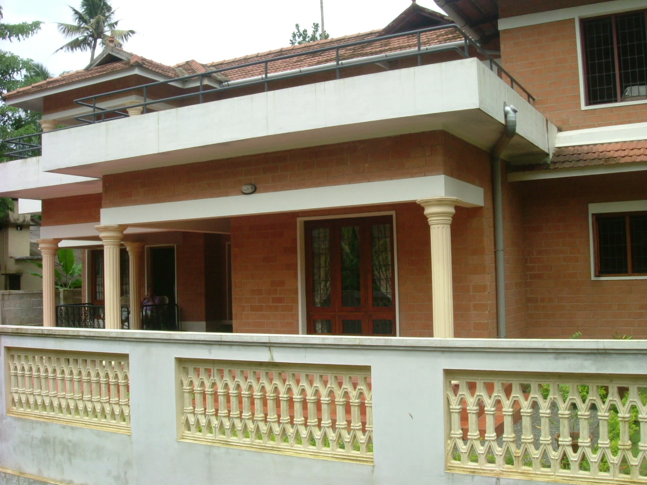 10 Cents Land With House For Sale in Ponekkara, Edappally, Ernakulam