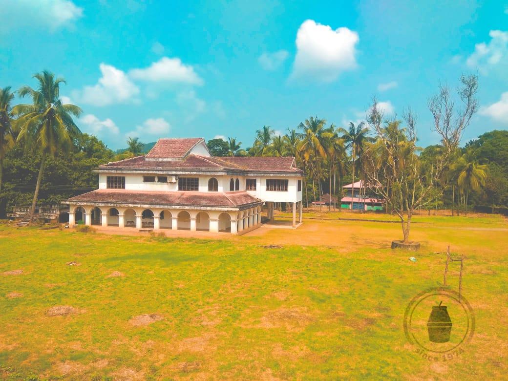 2.4 acre land with house for Sale at Vaniyamkulam, Palakad