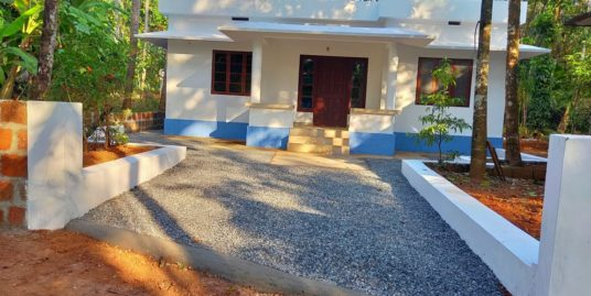 3 bedroom House and 1 shop with 25 cent plot for Sale at Edakkom, Chapparapadavu, Thaliparamba, Kannur