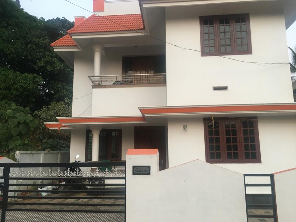 7.5 Cents Land And House With 3 Bed Rooms For Sale at Attore Thiroor Road, Pottore, Thrissur, Kerala