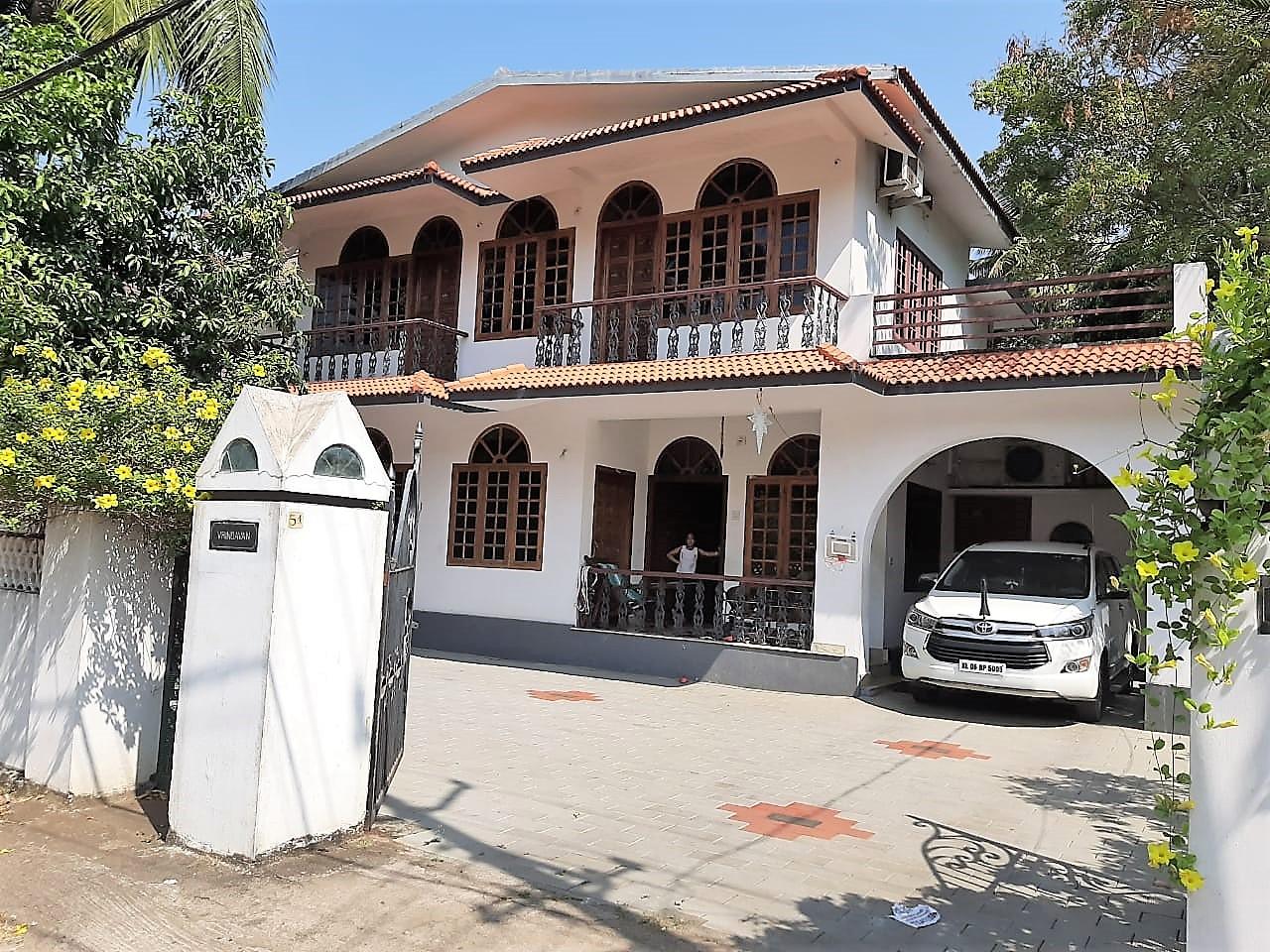 Beautiful Villa For sale in Posh Locality Rose Gardens