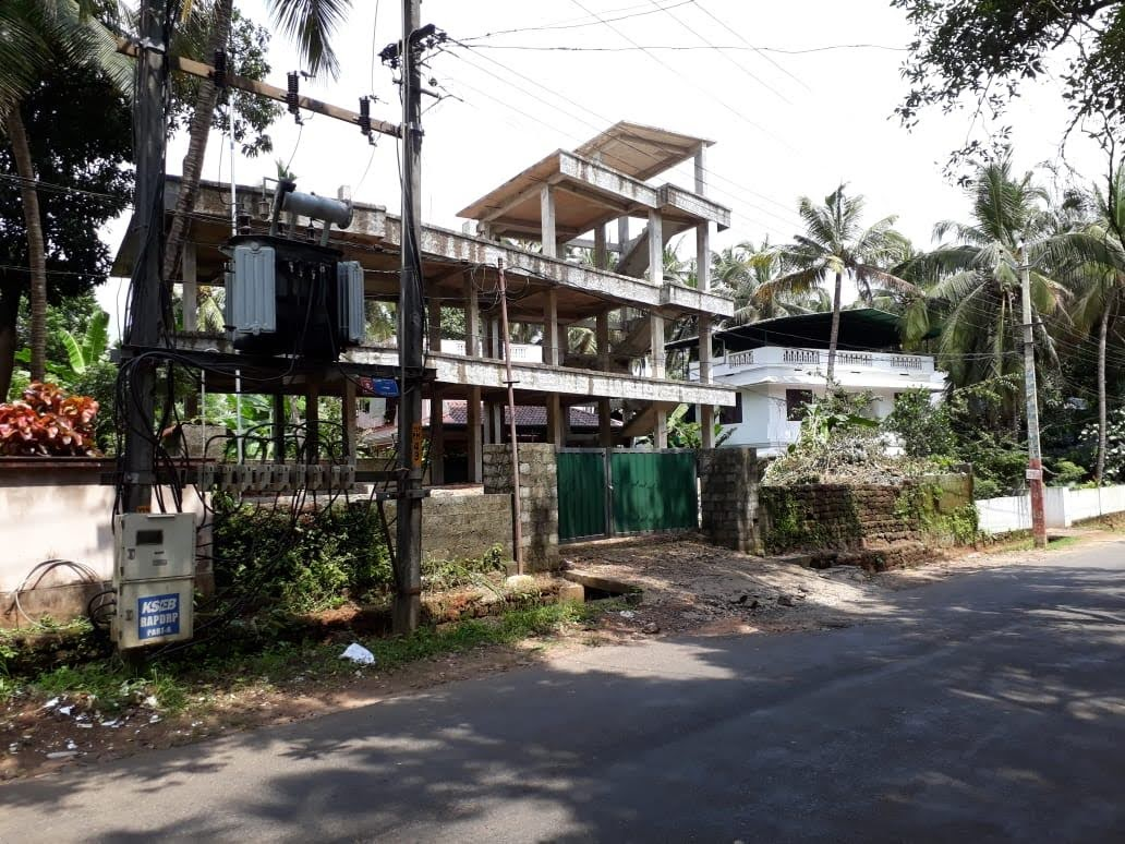Commercial plot with building  Near Veliyaparambu, Thrissur for sale.