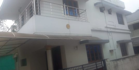 4 Bedroom Villa for Rent in Vytila Edapally Road, Ernakulam