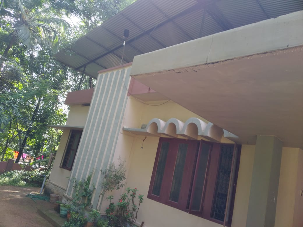 3 bedroom house for sale at Thumpamon, Pathanamthitta