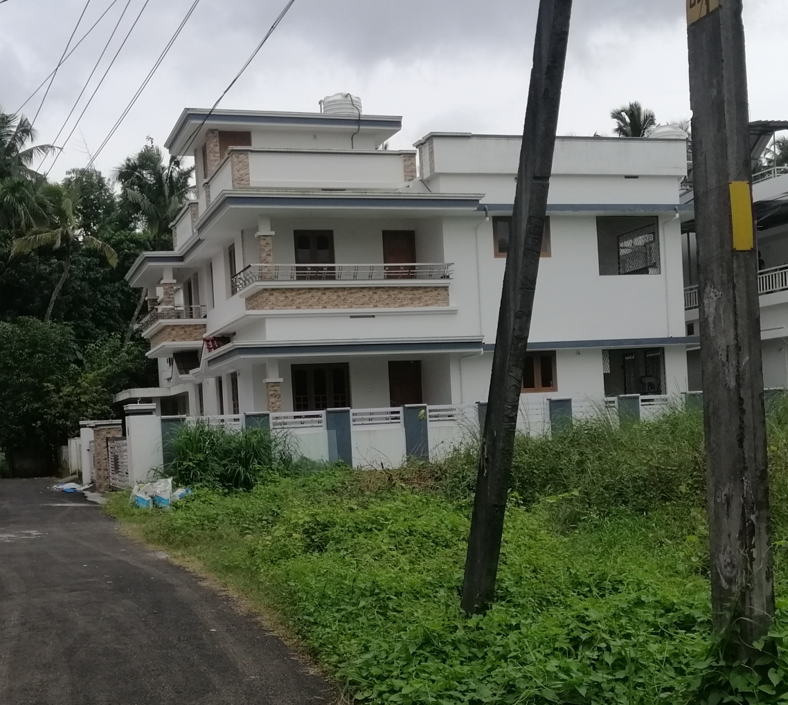 6 Bed, House/Villa for Sale in Viyyoor,Thrissur