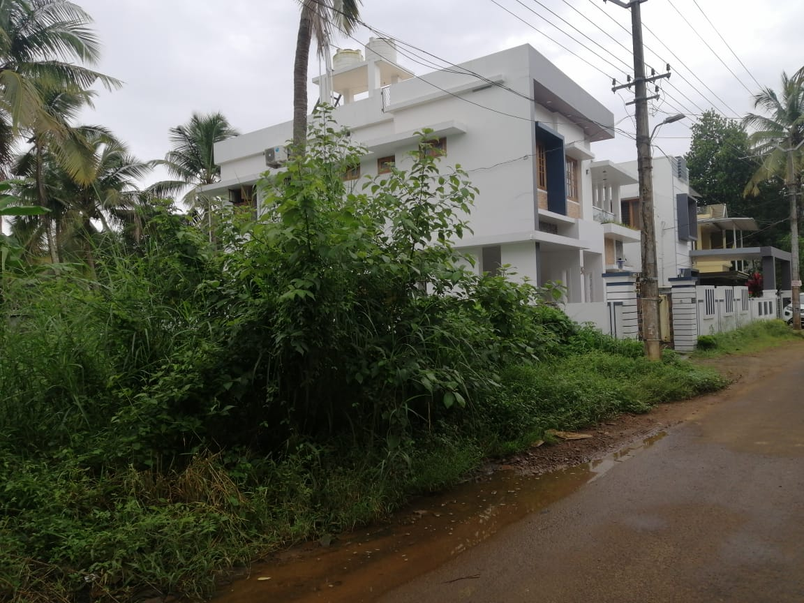 RESIDENTIAL LAND FOR SALE IN KUTTOOR