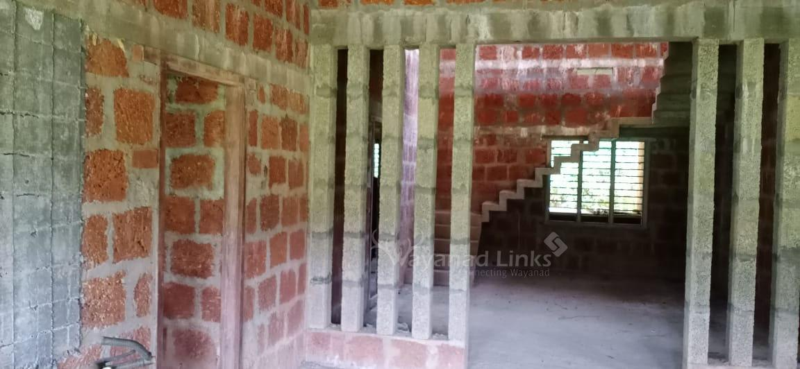 25 cents land and 2850 sq ft house for sale in Kunhom, Mananathavady