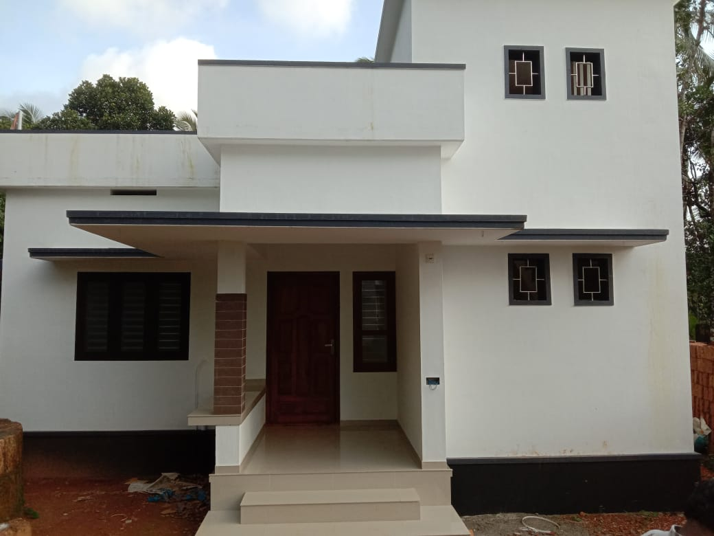 Newly build house with open well 1500 Meter distance from Highway NH47