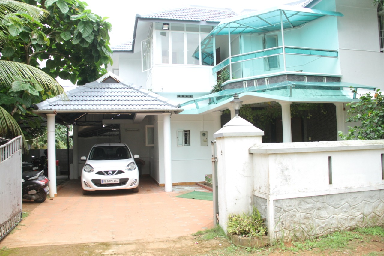 10 cents land with 2400 sq ft 4 BHK Villa for sale at Kakkanad. Rs. 12500000. Brokers Excuse