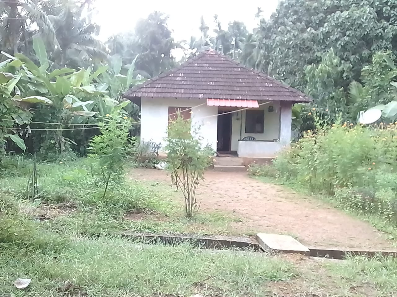 13 Cent Residential plot with small outhouse facing East for sale near Guruvayur